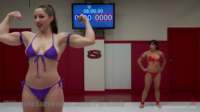 Борьба двух красоток за член порно фото